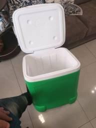 Caixa termica com rodinha