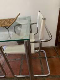 Mesa com duas cadeiras