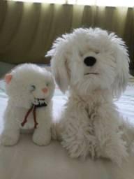 Cachorrinho e gatinho de pelúcia.