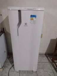 Título do anúncio: Vendo geladeira RE 31 Electrolux