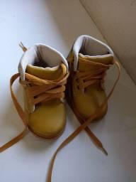 Sapatos tamanhos 20 e 21 originais conservados $35  *