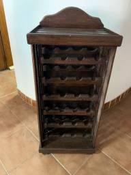 Adega antiga em madeira maciça muito bem conservada. Raridade! Feita sob encomenda.