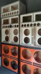 Vendo essas caixa de som padrão 18 e 12 no valor 1.800 meu zap *