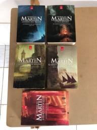 Coleção completa dos livros Game of Thrones.