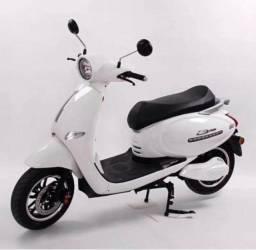 Título do anúncio: Luxuosa Scooter elétrica modelo Vespa Italiana 2000w 23ah