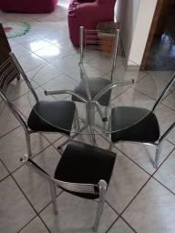 Vendo mesa de Vidro  com cadeiras cromadas