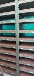 Prateleiras de aço reforçado
