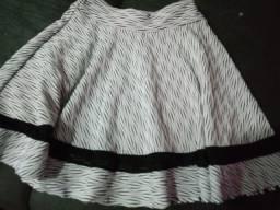 Saia preta/ branca tamanho M veste 7/ 9 anos semi nova