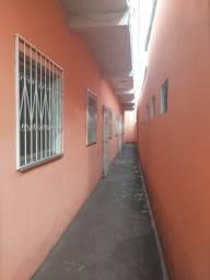 Título do anúncio: Alugo casa no São Jorge com 2 quartos , paga água e luz