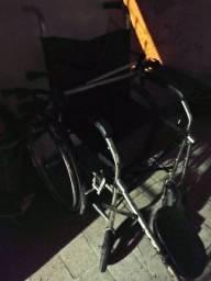Título do anúncio: Cadeira de rodas com elevação nas pernas ! ( Usado)