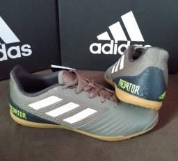 Título do anúncio: Chut. Adidas Predator 19.4 IN Sala musgo Tam 40 & 41 (original / nova)