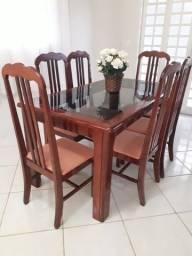 Mesa em mogno com 6 cadeiras