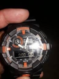 Vendo ou troco relógio Speedo analógico e digital semi novo