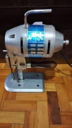 Maquina de cortar tecidos