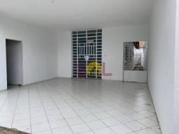 Casa com 3 quartos, varanda, sala de visita, 2 banheiros no centro de teresina - centro