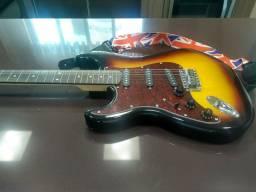 Guitarra Giannini de canhoto