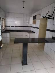 Alugo Casa 2qts Setor Garavelo com água inclusa.