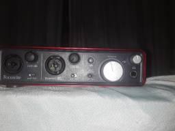 Vendo interface de Audio scarlett 2i2 terceira geração