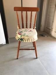 Cadeiras de madeira (06 cadeiras)