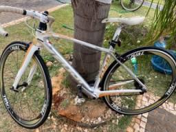 Bike Speed FUJI - Full Carbon, Toda Ultegra e Oval (quadro 44)