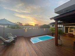 Título do anúncio: Sobrado com 300 m² com 2 suítes + 2 demi-suítes no Bom Retiro - Joinville - SC