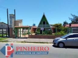 Casa de alvenaria + chalé de Madeira na av. Mostardeiro