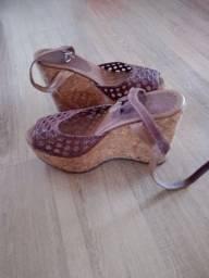Título do anúncio: Vendo linda sandália