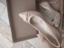 Scarpin bege 38 sapato Dakota nunca usado