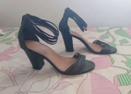 Sandália salto grosso