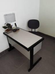 Título do anúncio: Escrivaninha com 2 gavetas para Escritório