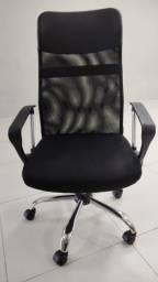 Cadeira alto padrão, telada e acolchoada