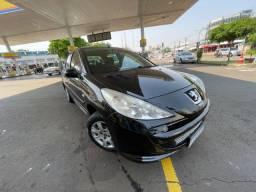 Título do anúncio: Peugeot 207 2013 XR 1.4 Completo - Carro muito novo