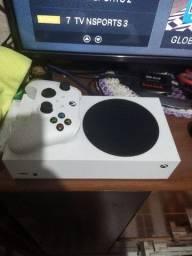 Vendo/Troco Xbox Séries S na caixa com 2 controles e 1 SSD240GB !!!!!!