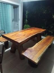 Mesa rústica com bancos acabamento Premium