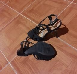 Sapato de salto alto tamanho 35