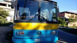 Vendo troco ônibus ano 79 documento 2018 motor 364 pego carro baixo no negócio