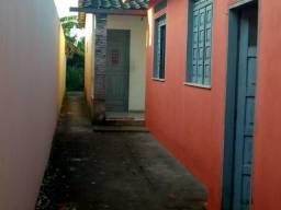 Vende-se uma casa no bairro, Manoel leão