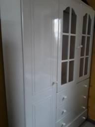 Armário branco com gavetões