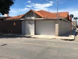 Casa Com 250 mts de área construída de esquina e em rua asfaltada - Campina Grande-PB