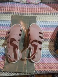 Vendo bolsa e sandalia