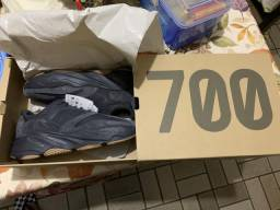 Yeezy Boost 700 UTILITY BLACK 10US - 41/42BR