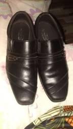 Uma sapato social número 37 e 2 calsa nova
