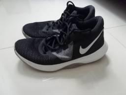 Tênis Nike (leia o anúncio)