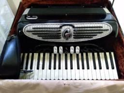 Sanfona acordeom Giulietti MF53 + Roland FR-2 de brinde