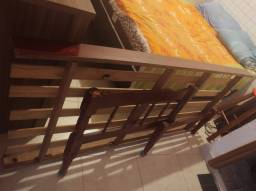 Cama de solteiro super conservada ,de madeira pura