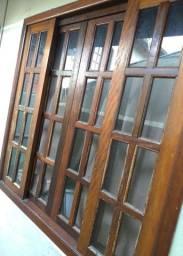 Janela Madeira com vidros completa ótimo estado