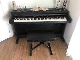 Piano digital Fenix TG 8815 em excelente estado de conservação. Acompanha banqueta.