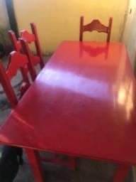 Mesa vermelha laqueada