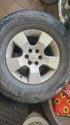 Roda com  pneu frontier aro 16 265 70