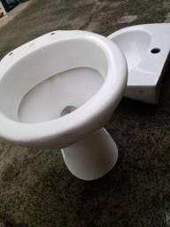 Pia e vaso de banheiro